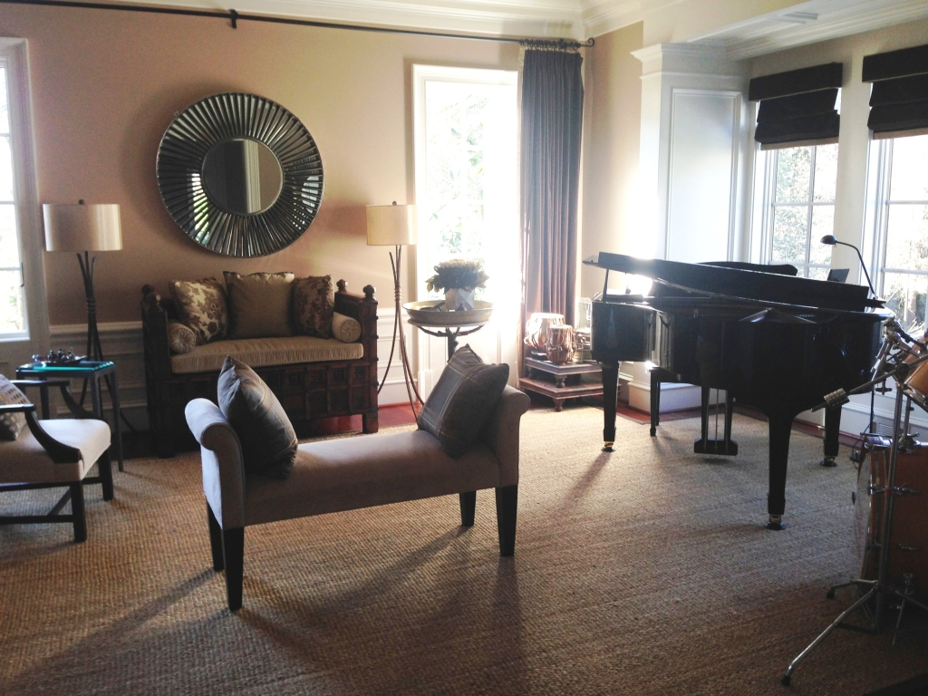 A functional space designed by Dee has the pop of drama she looks for with a grand piano anchoring the room.